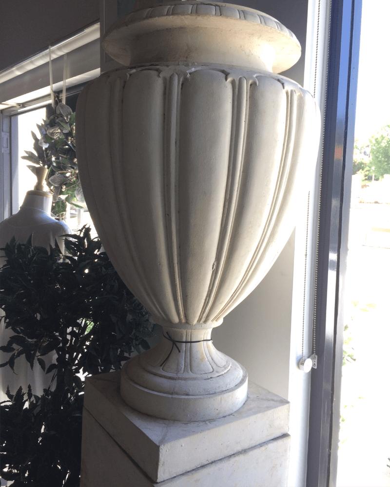 veranda-urn-pedistool